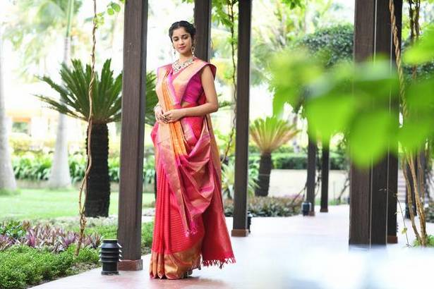 How to style / wear a saree
